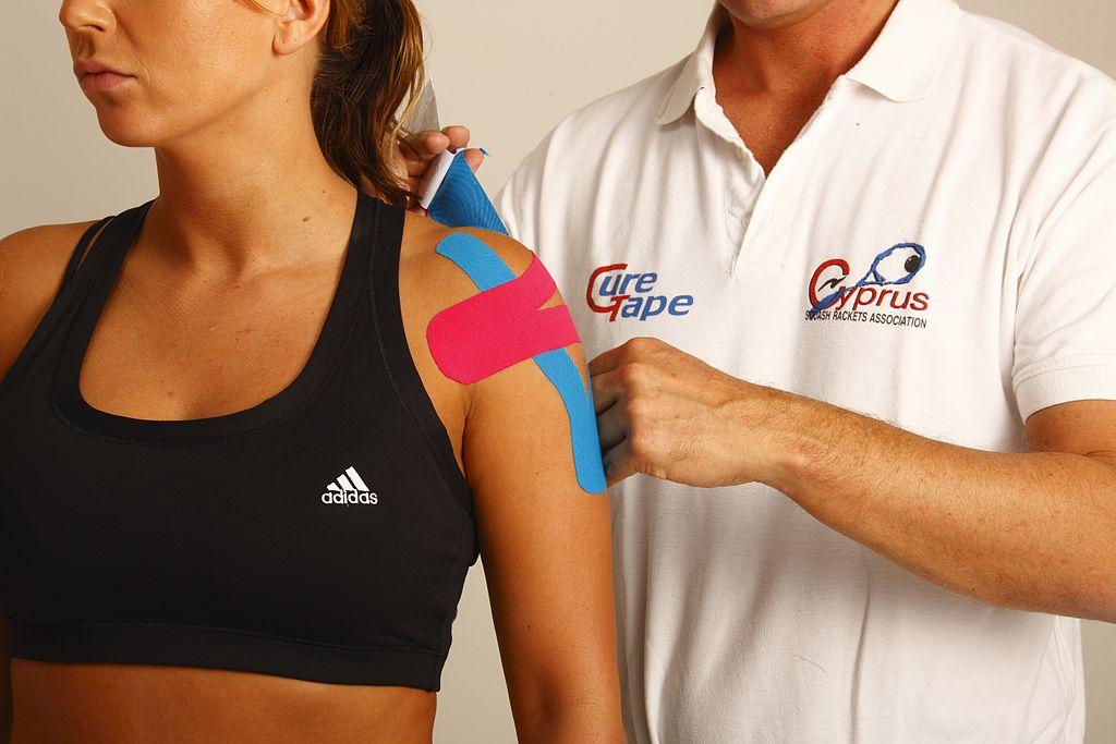 Barevné pásky pomohou ulevit od bolesti.